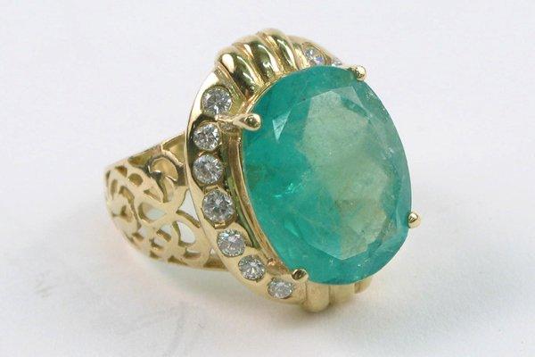 625: EMERALD, DIAMOND AND FOURTEEN KARAT GOLD RING,  ce