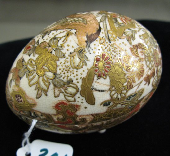 306: A JAPANESE SATSUMA POTTERY EGG, hand enameled and