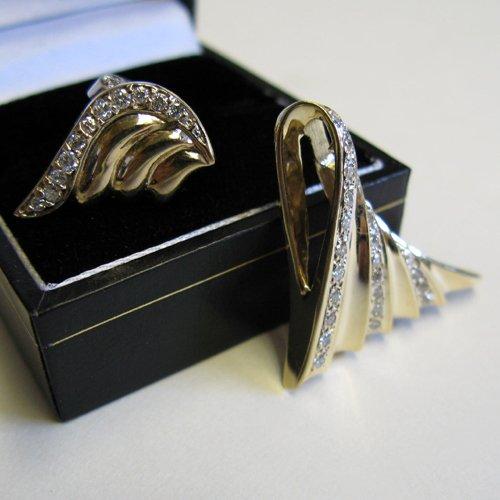613: PAIR OF DIAMOND AND FOURTEEN KARAT GOLD EARRINGS A