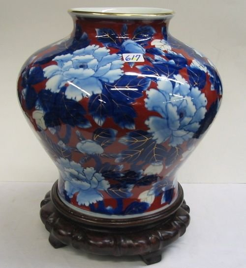 617: A JAPANESE HEAVY PORCELAIN JAR-SHAPED VASE, hand p