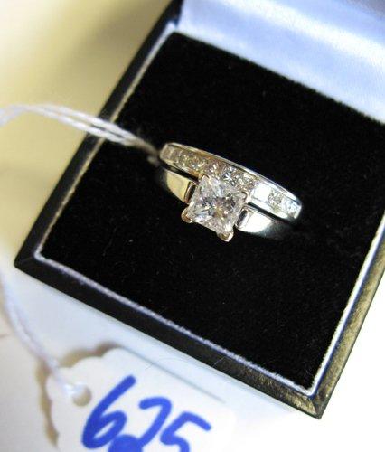 625: DIAMOND AND FOURTEEN KARAT WHITE GOLD RING.