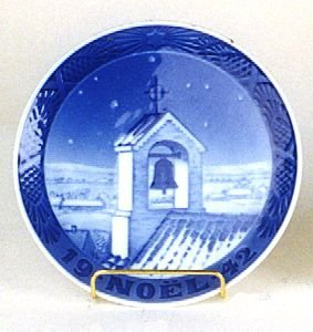 "21: 1942 ROYAL COPENHAGEN CHRISTMAS PLATE, ""The Bell To"