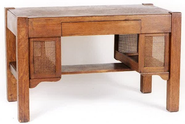 16: ARTS & CRAFTS PERIOD OAK DESK, American, c. 1915, h