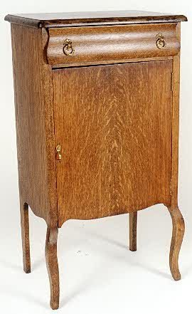 18: OAK MUSIC CABINET, American, c. 1910 the front with