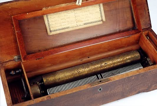 5: SWISS CYLINDER MUSIC BOX, late 19th century, lever w