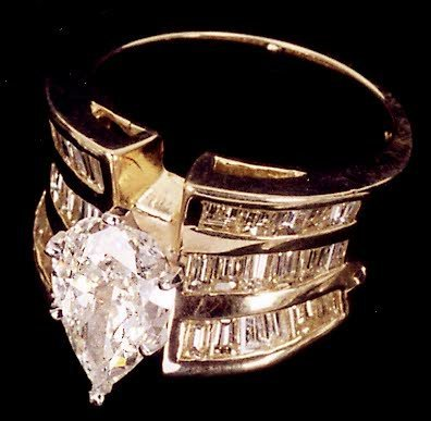 885: LADY'S FINE DIAMOND RING, 18KYG, the wide band des