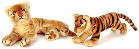 353: TWO STEIFF STUFFED TOY ANIMALS, a sitting lion cub