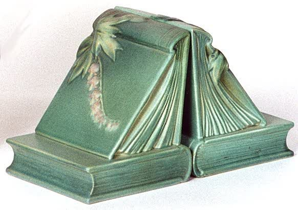 15: A PAIR OF AMERICAN ART POTTERY BOOKENDS BY ROSEVILL