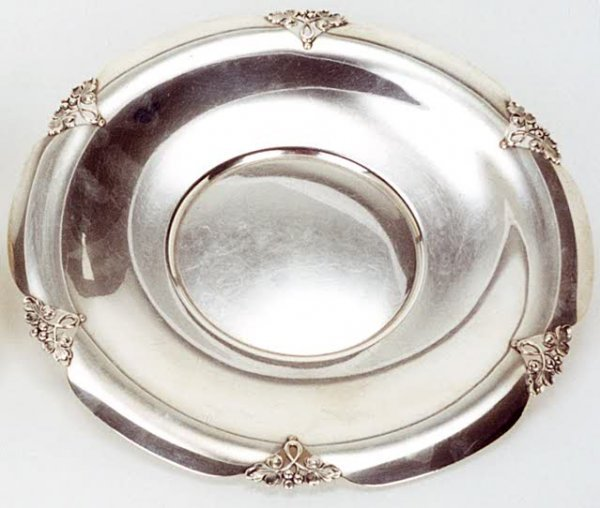"9: AMERICAN STERLING SILVER CENTER PLATE, in the ""Alexa"