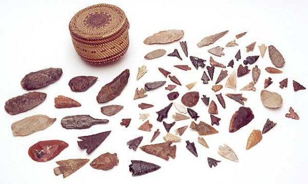8: COLLECTION OF SEVENTY NATIVE AMERICAN CHIPPED STONE