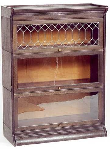 16: THREE-STACK OAK BOOKCASE, American, c. 1910, with t