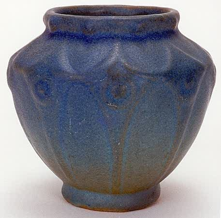15: AN EARLY VAN BRIGGLE ART POTTERY VASE; tapered glob