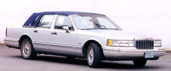 870: 1991 LINCOLN TOWN CAR EXECUTIVE SEDAN, with 4.6 li