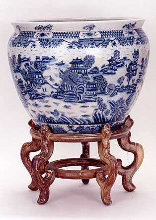 15: A CHINESE BLUE AND WHITE PORCELAIN FISH BOWL, tradi