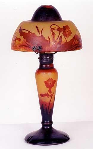 833: A RARE DAUM NANCY SIGNED CAMEO GLASS TABLE LAMP, t