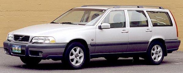 196: 1999 VOLVO V70 XC AWD 5-DOOR WAGON, 5-cylinder 2.4