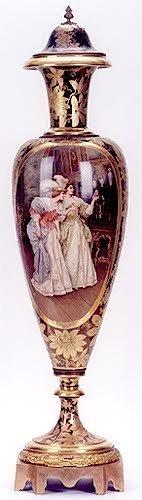 818: A ROYAL VIENNA PORCELAIN URN, the marble-like porc