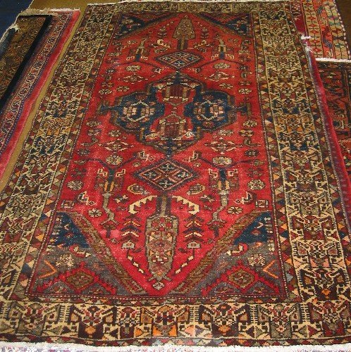 6: PERSIAN HAMADAN AREA RUG, geometric medallion and st