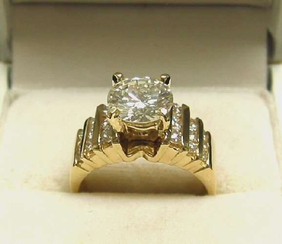 185: DIAMOND AND FOURTEEN KARAT GOLD SOLITAIRE RING. Ce