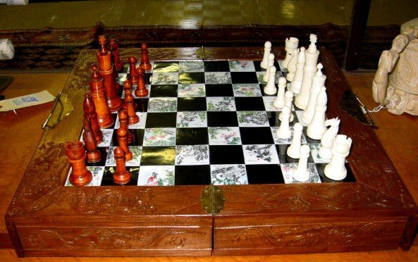 17: A CHINESE IVORY CARVED CHESS SET, with 4 1/2 in. ta