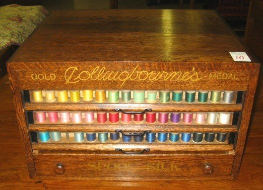 10: COLLECTION OF SEWING THREAD SPOOLS IN OAK CHEST, Am