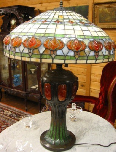 14: A TIFFANY STYLE LARGE TABLE LAMP. The mosaic inlaid