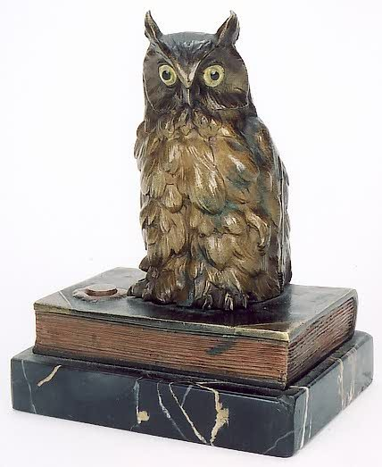 1: AN AUSTRIAN BRONZE FIGURAL OWL DESK ACCESSORY, the o