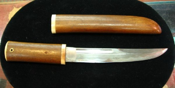 17: A JAPANESE TANTO, World War II vintage, with curved