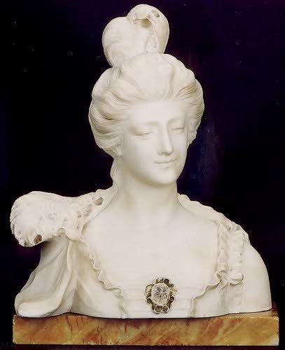 15: A VICTORIAN MARBLE SCULPTURE, of a lady in evening