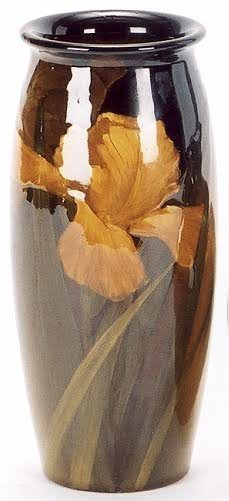 1: AN AMERICAN ROOKWOOD ARTIST SIGNED VASE, glazed in a