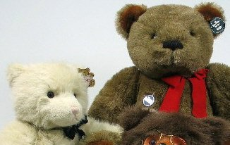 905: TWO GUND LARGE SIZE TEDDY BEARS, with original nam