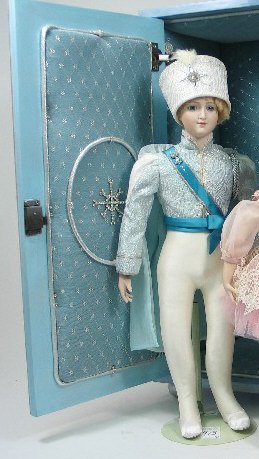 913: RUSSIAN BOLSHOI COMPANY BALLET DANCER, 26 in. ht.,