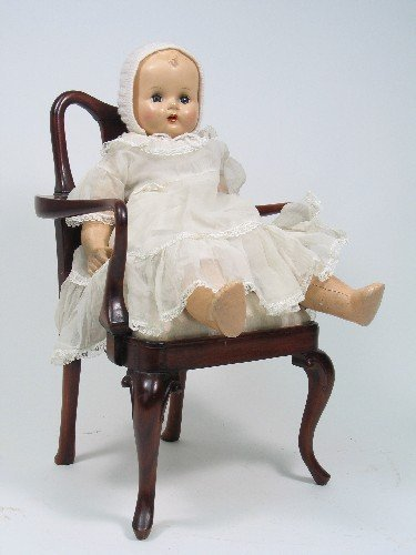 918: A QUEEN ANNE STYLE MAHOGANY MINIATURE CHAIR, with