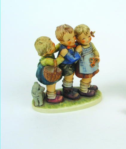 "8: A LARGE-SIZE HUMMEL FIGURAL GROUP, ""Follow the Leade"