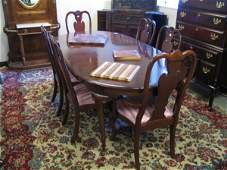 465: QUEEN ANNE STYLE MAHOGANY DINING TABLE AND CHAIR S