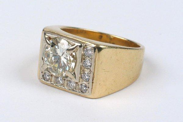 173: MAN'S DIAMOND AND FOURTEEN KARAT GOLD RING, set wi