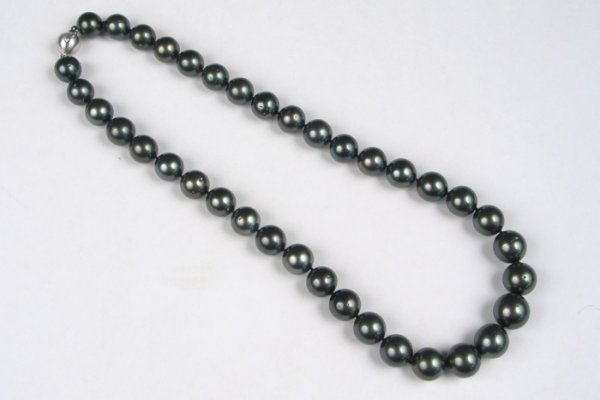 687: EXCEPTIONAL BLACK SOUTH SEA CULTURED PEARL NECKLAC