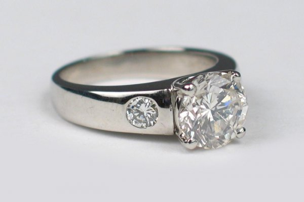 796: DIAMOND AND PLATINUM RING, Jeff Cooper design (www