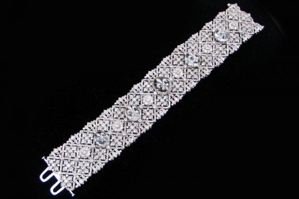 686: DIAMOND, CRYSTAL AND EIGHTEEN KARAT WHITE GOLD BRA