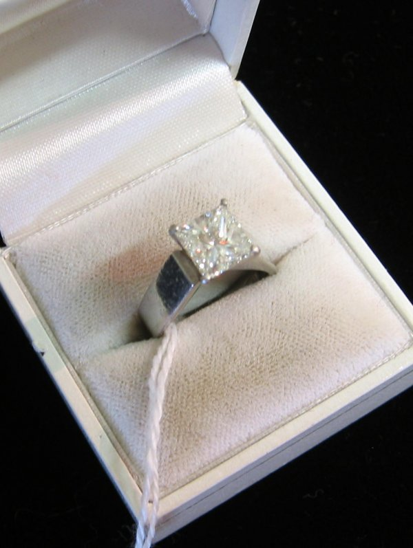 613: DIAMOND AND PLATINUM SOLITAIRE RING WITH APPRAISAL
