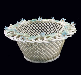9: AN IRISH BELLEEK PORCELAIN LUSTRE 4-STRAND ROUND BAS
