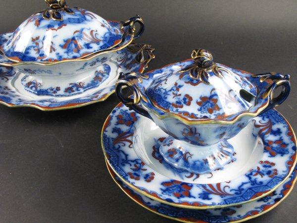 15: AN ENGLISH CARLTON 17 PIECE FLOW BLUE DINNER SET, f