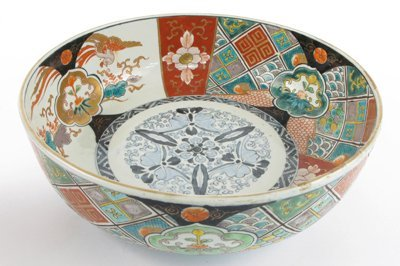 21: A JAPANESE IMARI PORCELAIN BOWL hand painted  with