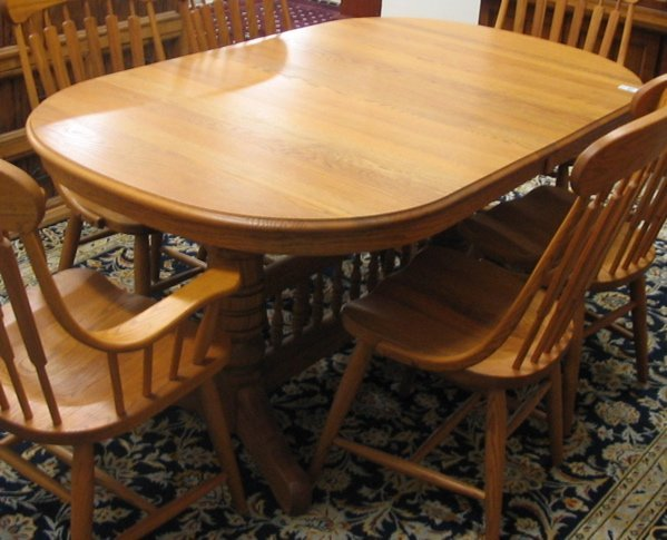 456: AN OAK DINING TABLE WITH FOUR LEAVES