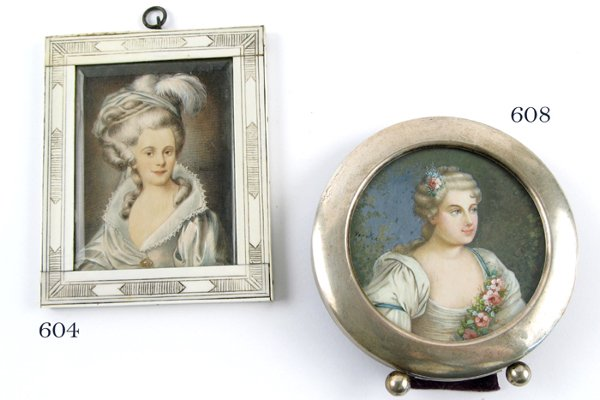 608: FRENCH CIRCULAR MINIATURE OIL PAINTING depicting b