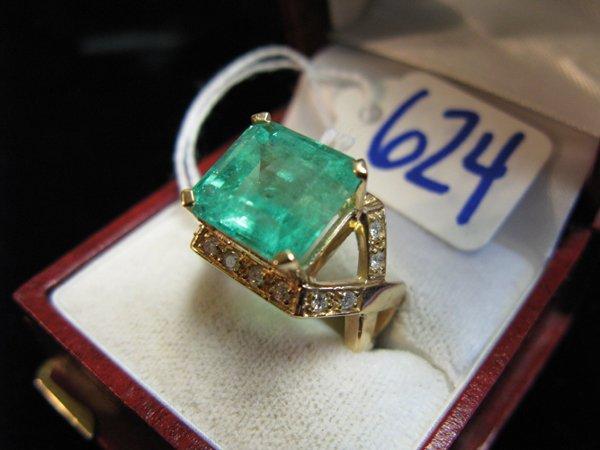 624: EMERALD, DIAMOND AND FOURTEEN KARAT GOLD RING,  ce