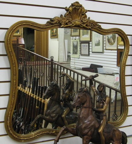 22: AN AMERICAN GILT WOOD AND GESSO WALL MIRROR,  havin