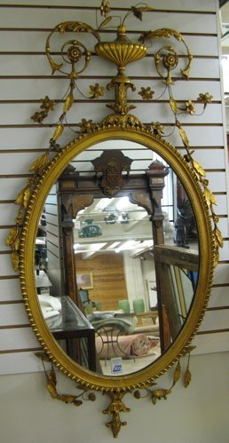 622: AN AMERICAN ADAM STYLE WALL MIRROR. The gilt  wood
