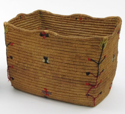 15: AN ALASKAN ESKIMO INDIAN BASKET of rectangular  for