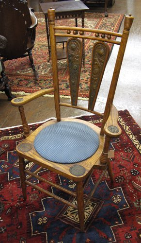 18: AN OAK AND BRASS REPOUSSE HALL CHAIR, American,  la